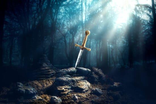 Das Schwer Exkalibur steckt im Stein – ein Symbolbild für die Suche nach dem geeigneten Helden