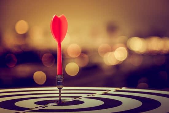 Dartscheibe: Symbolbild für die Zielsetzung einer Chatbot Marketingkampagne
