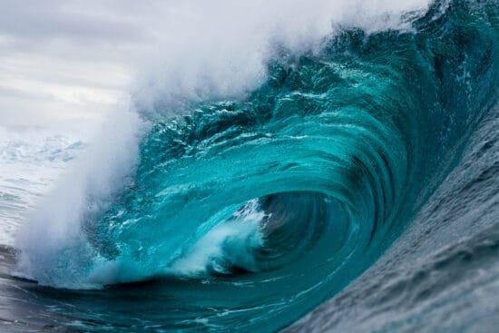 Bild: Eine große Welle, die bricht