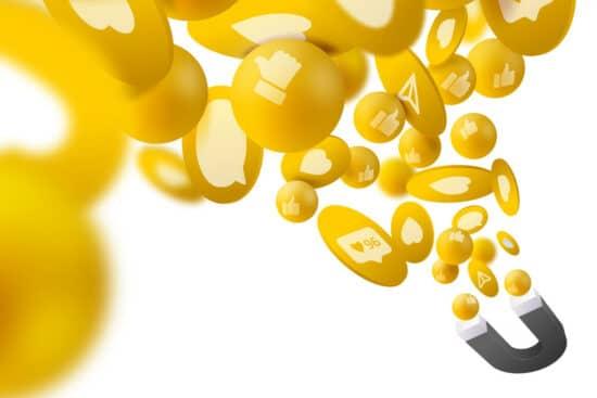 Abbildung zum Thema Influencer-Marketing-Tools: ein Magnet sieht Social-Media-typische Symbole an